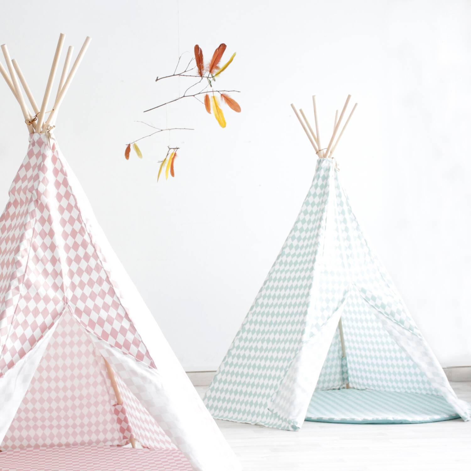 nobodinoz tipi gr ne rauten f r kinderzimmer. Black Bedroom Furniture Sets. Home Design Ideas